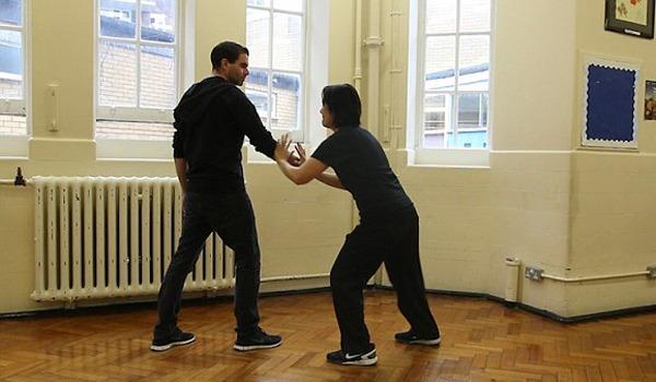 tự vệ khi bị tấn công bằng dao