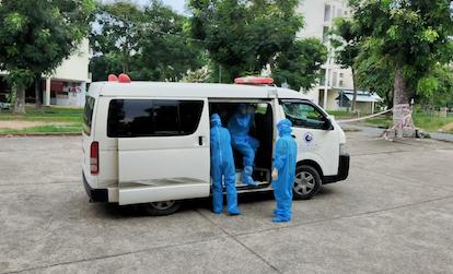 Bảo vệ ở Bình Dương bị chém đứt lìa tay khi mâu thuẫn với người trên xe trung chuyển F0